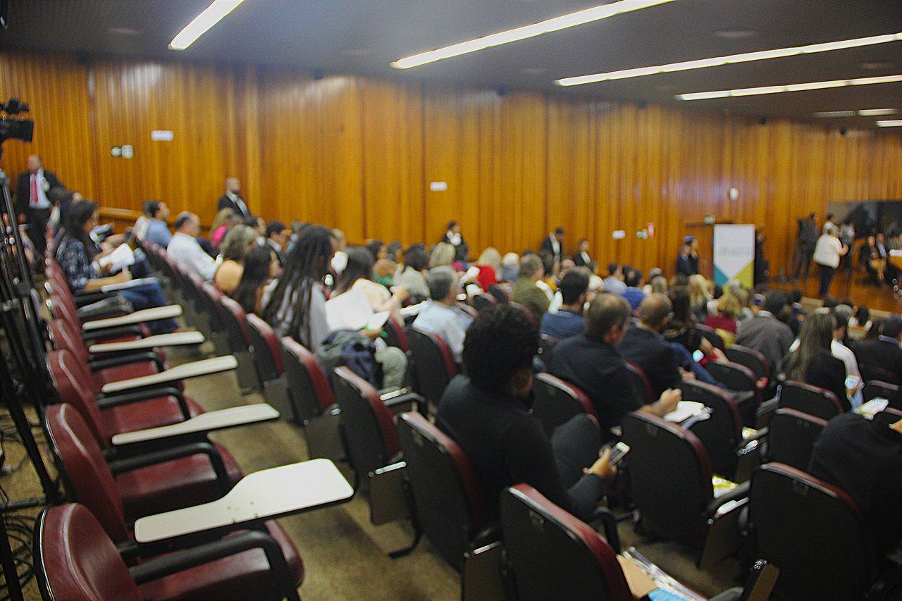 Público na audiência em Brasília