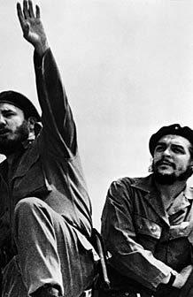 HASTA LA VICTORIA Um grupo guerrilheiro liderado por Fidel Castro (à esq.) e Che Guevara depôs o governo em 1959. Foto: AFP