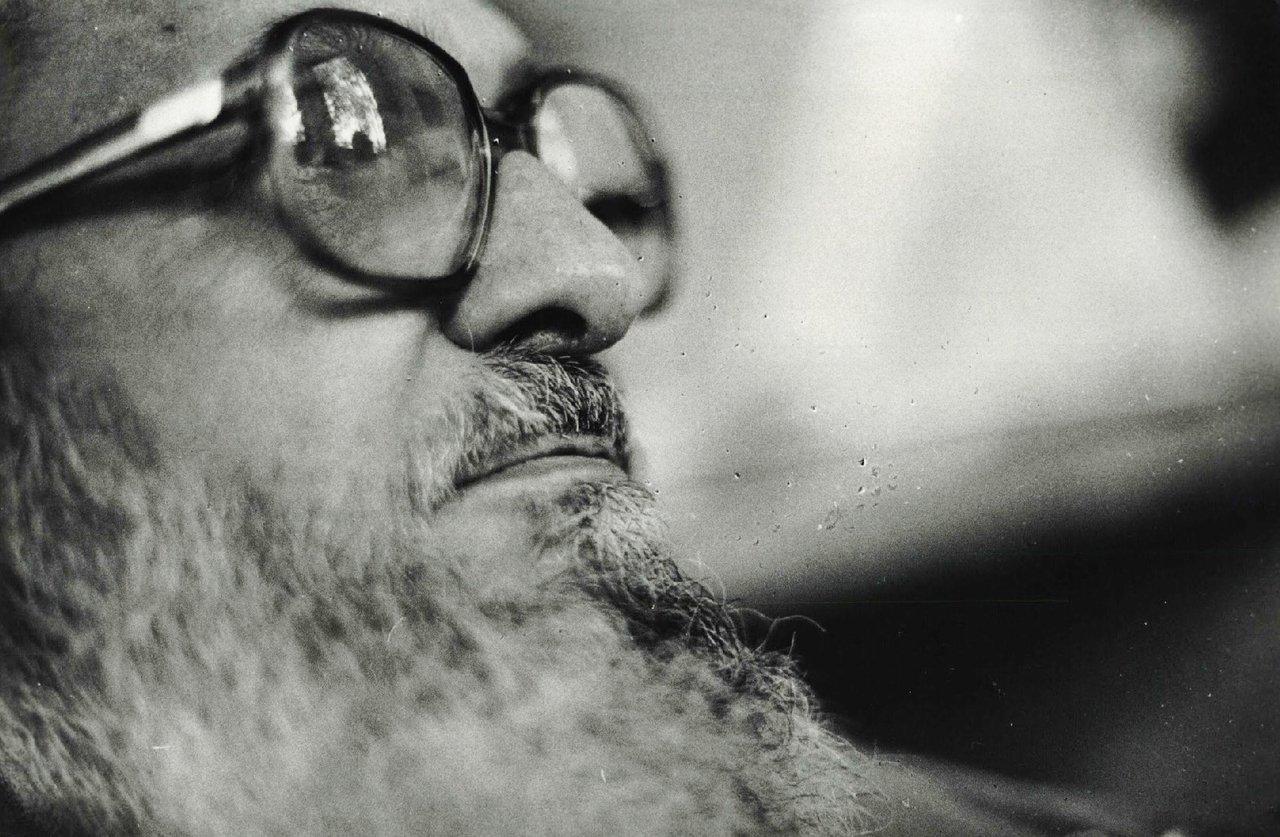 Foto em preto e branco de Paulo Freire