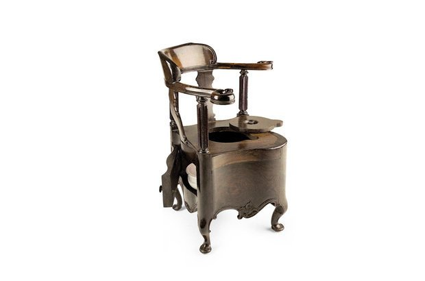 A cadeira higiênica ficava fora do palácio por exigência dos órgãos de saúde pública. Acervo do Museu Imperial-Ibram/Minc