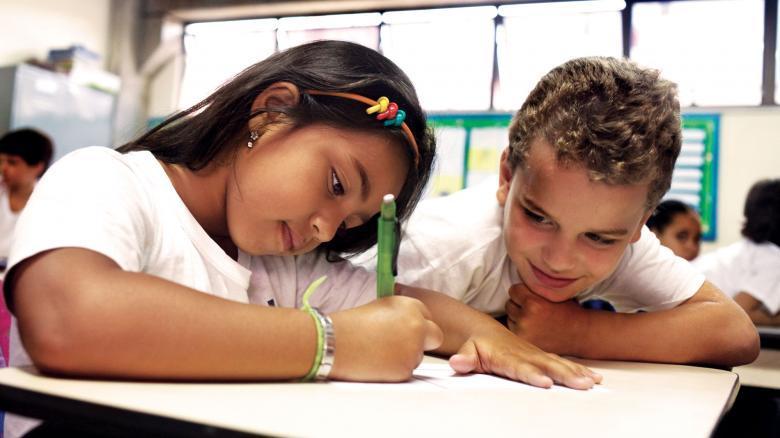 Escolha as duplas: a parceria é produtiva quando reúne alunos com hipóteses diferentes, porém próximas, para que haja troca entre eles