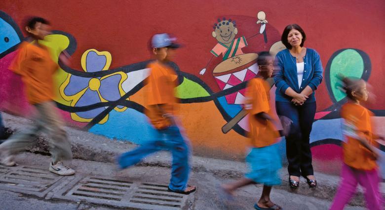 Infância colorida: com o Projeto Escola Integrada, Aparecida Decat conseguiu mudar o visual do entorno e a relação dos pais com a EM Ulisses Guimarães. Foto: Leo Drumond