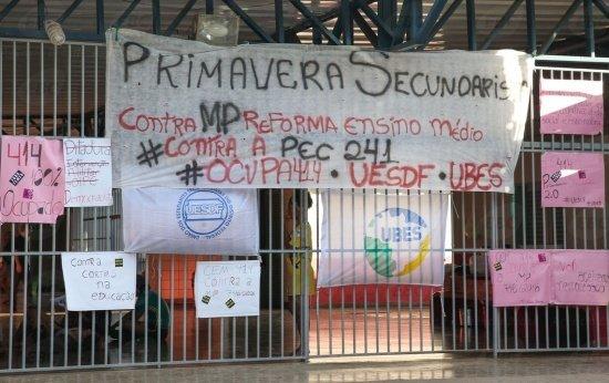 Secundaristas ocupam escolas contra PEC 241 e reforma do Ensino Médio