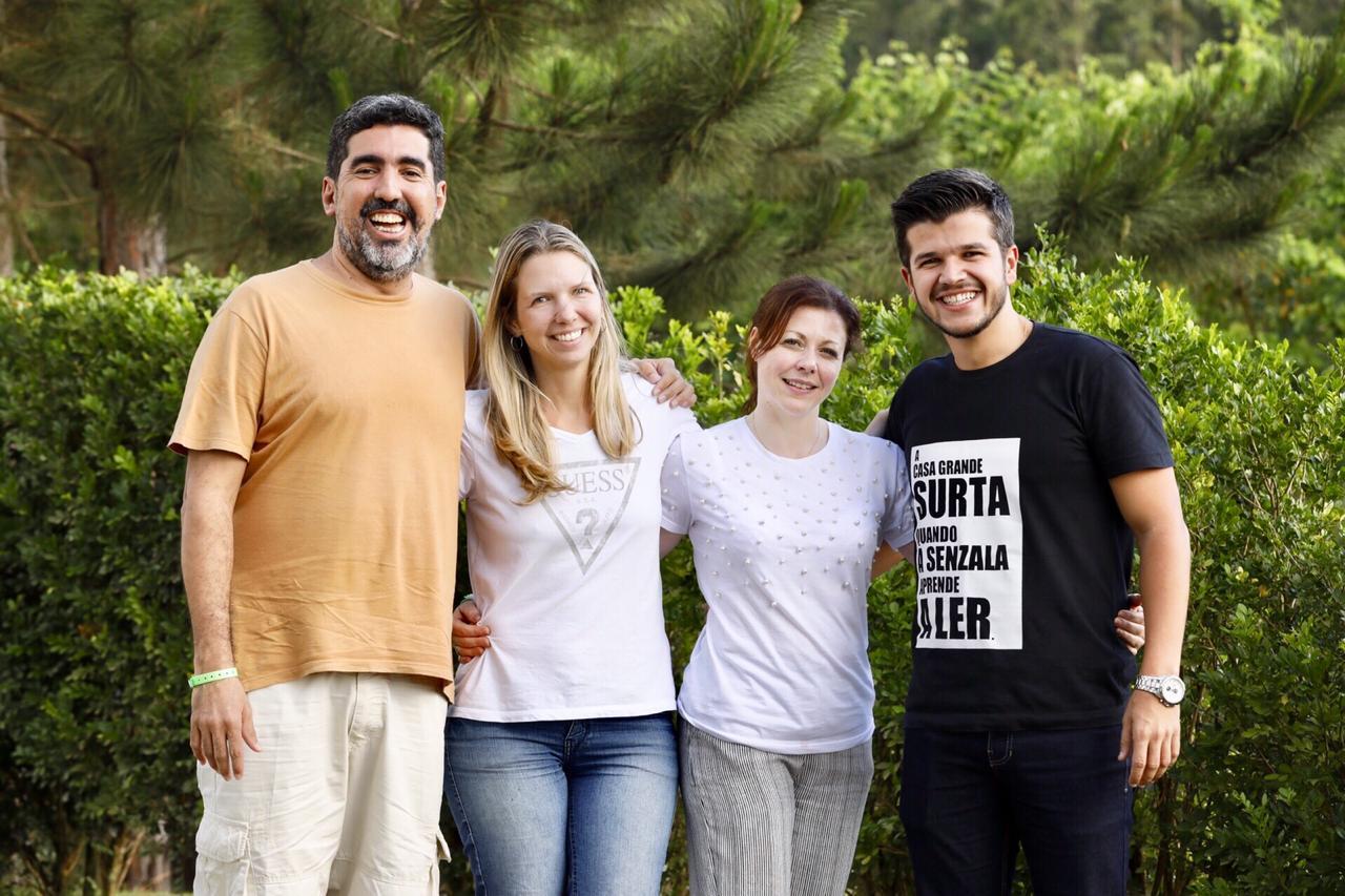Giovani Silva, Ana Paula Mello, Alessandra Bremm e João Paulo de Araújo, ganhadores do prêmio Educador Nota 10 reunidos na Virada de Autores
