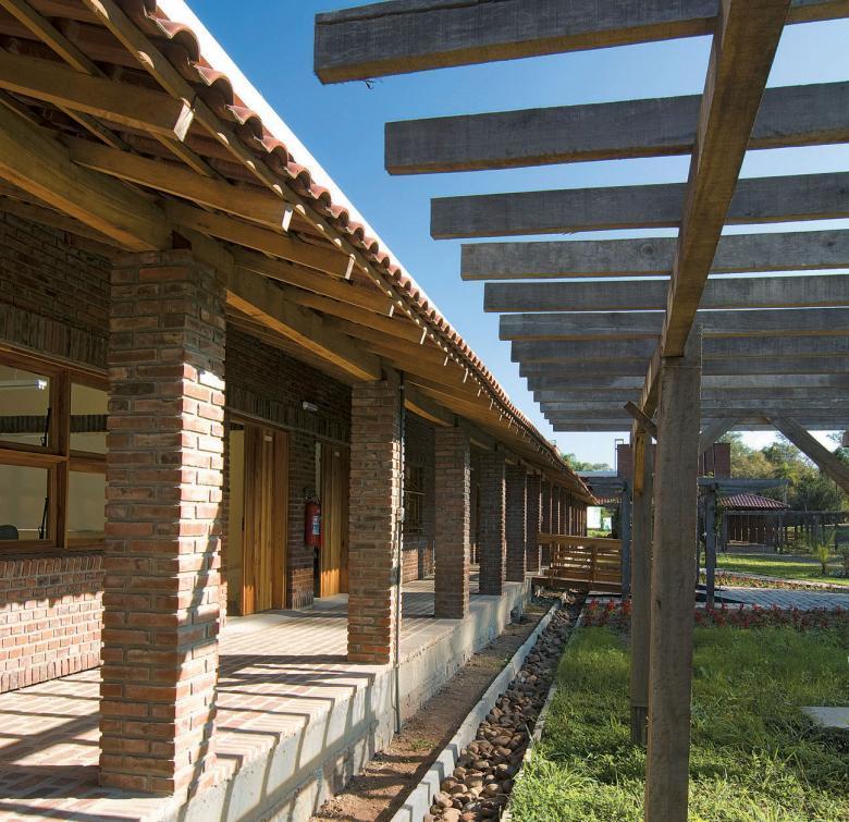 A construção também usa materiais de construção disponíveis na região. Foto: Tamires Kopp