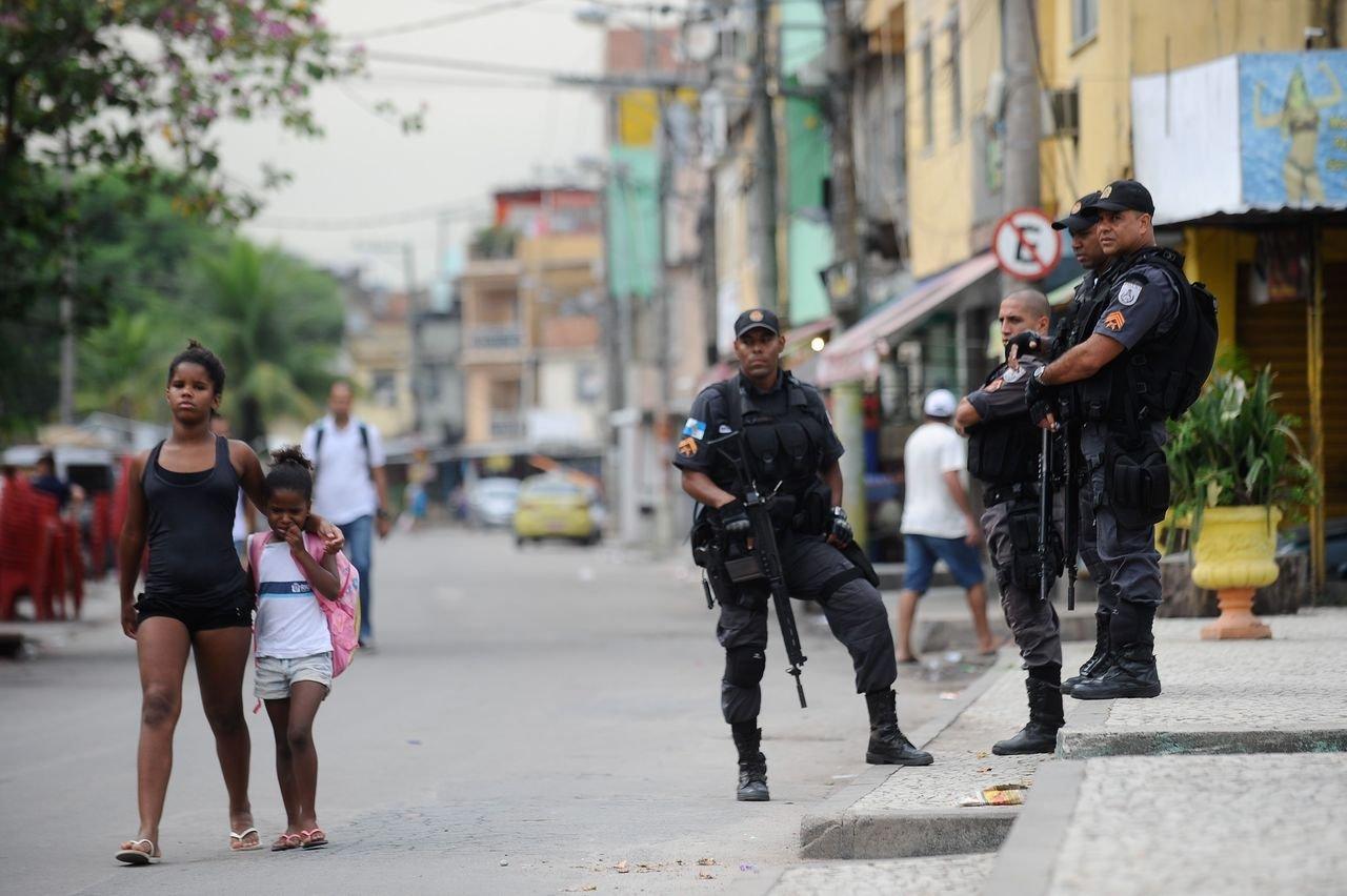 Patrulha da Polícia Militar no Complexo da Maré em 1º de abril de 2015