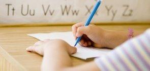 Criança aula de alfabetização