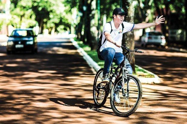 No asfalto, os alunos aprenderam a se comportar no trânsito sobre duas rodas. Eron Zeni
