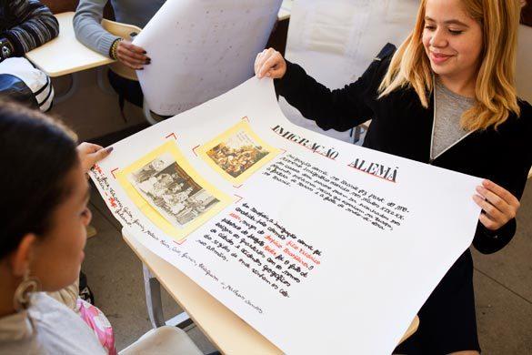 Cartazes sobre a colonização