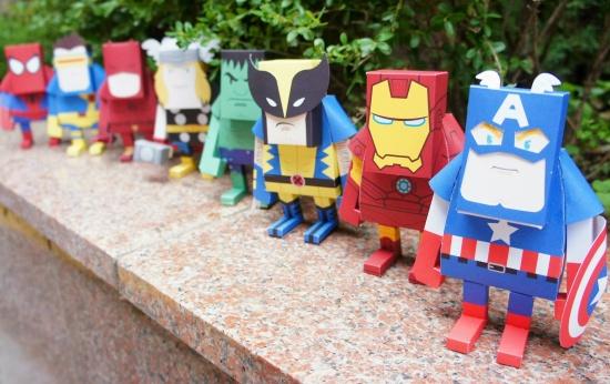 Paper toys de herois de quadrinhos