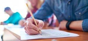 Oito concursos de Educação encerram inscrições até segunda-feira