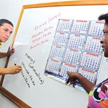 Os professores da Chequer Jorge, em Itaperuna, dão opções ao diretor-adjunto, Alexandro. Foto: Mariana Ricci