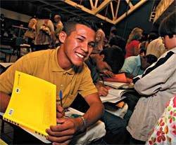 Marlon Washington Silva, um dos vencedores do concurso de produção textual promovido em 2007 pelo Instituto Ecofuturo: até os 8 anos, ele nunca tinha posto os pés numa escola. Foto: Divulgação