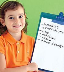 NA TRILHA CERTA Helena Gouveia, 4 anos, da Escola Criarte, em São Paulo, mostra a lista de músicas para sua festa. Foto: Cacá Bratke