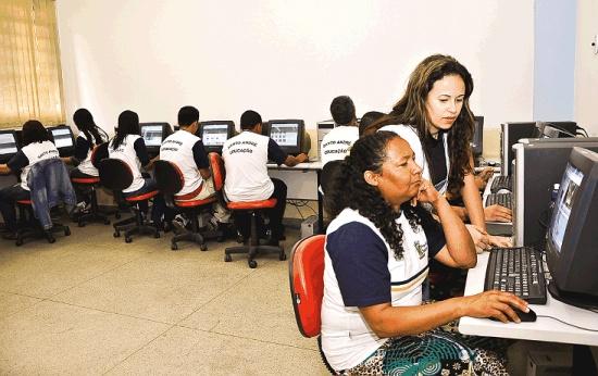 EJA: empodere os alunos com o uso das tecnologias