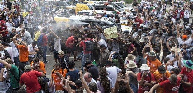 Protesto de professores no Paraná. Foto: Marcelo Almeida