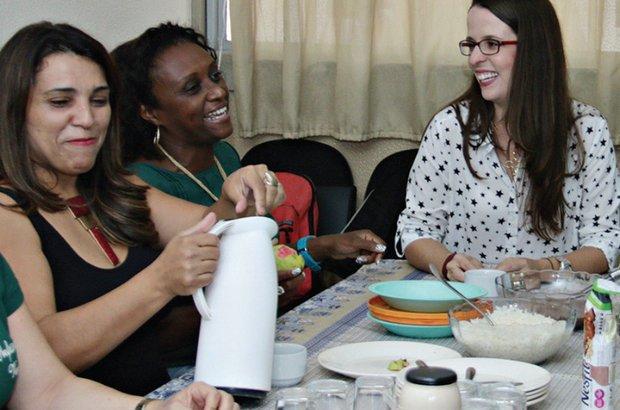 9:30. Pausa para merenda: arroz, feijão e salada. André Menezes