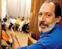 José Beraldo, diretor da Escola Júlia Lopes de Almeida, em Osasco (SP):