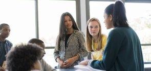 Competências socioemocionais devem estar no cotidiano e em sala de aula