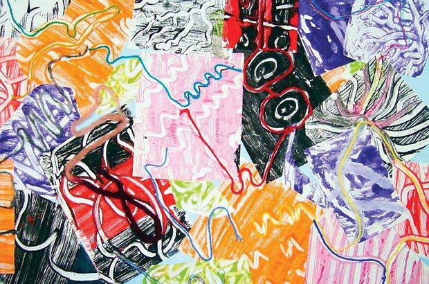 No azulejo cheio de tinta, os desenhos são feitos com um lápis na técnica de monotipia. Arquivo pessoal/Cecília Luiza Etzberger