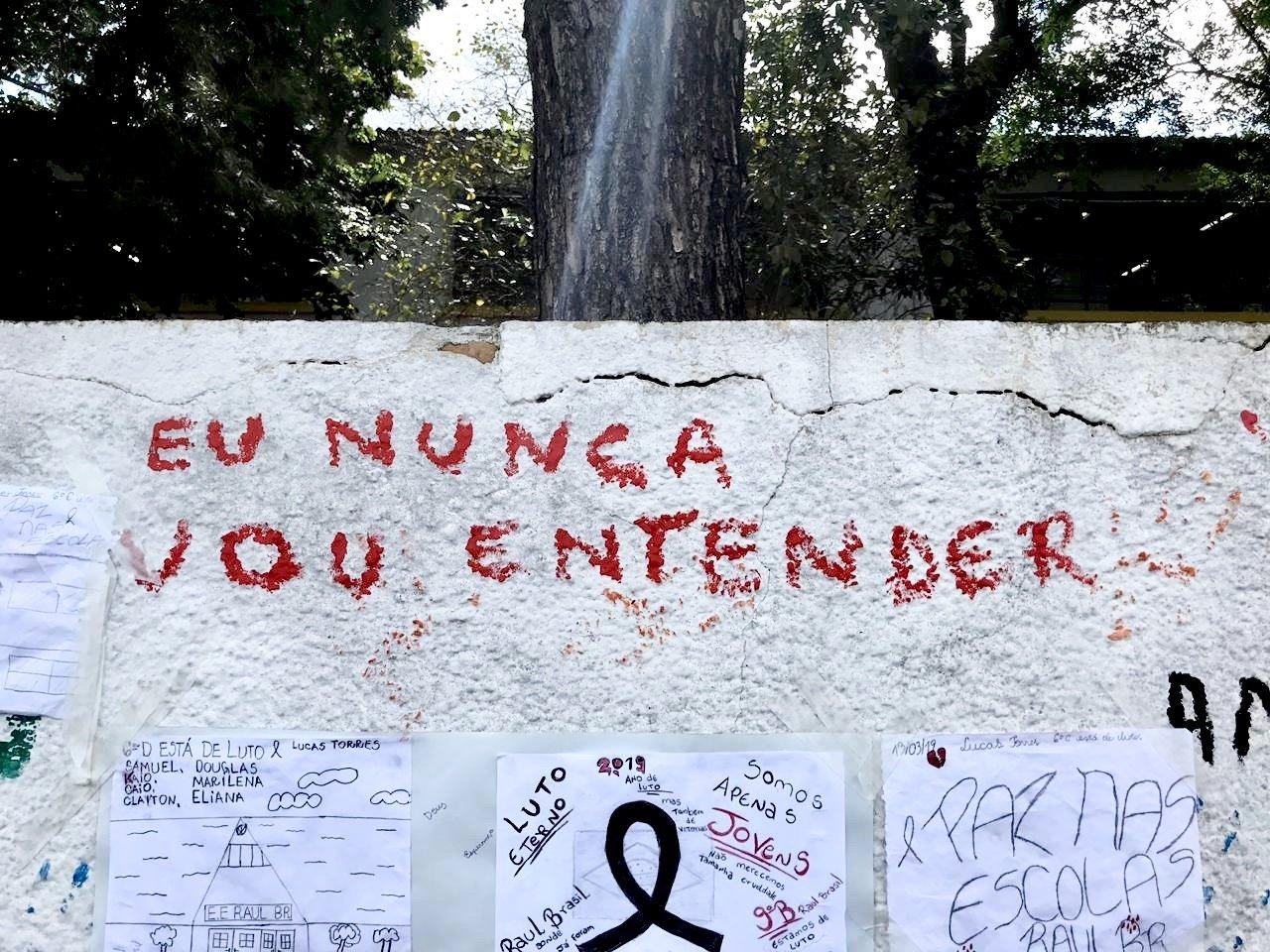 """Um muro escrito """"eu nunca vou entender"""""""