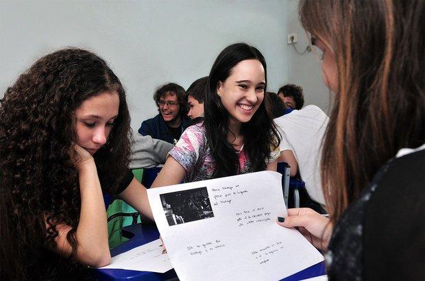 Divididos em grupos, os alunos discutiram sobre o filme visto e produziram resenhas. Valter Pontes