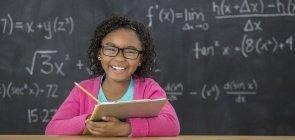 """Jo Boaler: ninguém precisa nascer com um """"cérebro matemático"""" para aprender cálculos"""