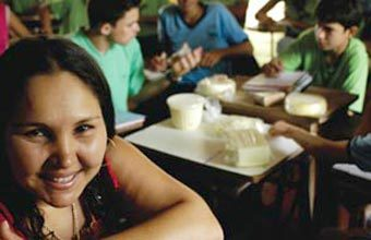 DELEITE NUMÉRICO - A turma de Vânia usou a produção de laticínios de Vila Rica para aprender estatísticas e cálculo. Fotos: Tatiana Cardeal
