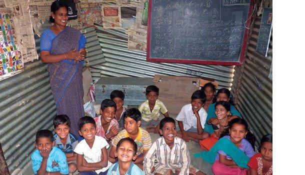 SORRISO ABERTO A turma da professora Revathi Thula acredita em um futuro melhor. Foto: Alex Fisberg
