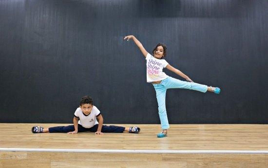 """O contato com a modalidade na Educação Física mostra que ela não é exclusividade da aula de Arte – muito menos """"coisa de menina"""""""