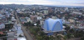Vista aérea parcial do centro de São Miguel do Oeste e da igreja central