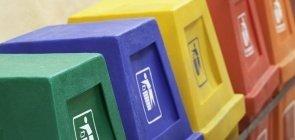 Lixeiras coloridas para coleta seletiva de lixo