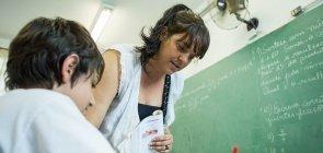 Bônus salarial para professor em função do desempenho do aluno em testes é uma política eficaz?