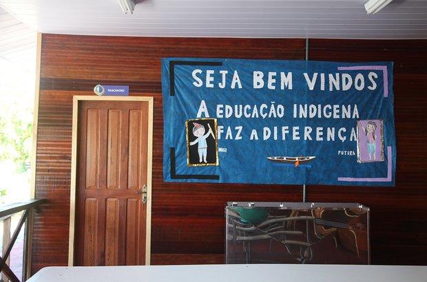 Última parada da viagem, a Área de Proteção Ambiental (APA) do Rio Negro tem duas escolas. A da foto é a EM Três Unidos, que atende os anos iniciais do Ensino Fundamental e possui laboratórios de Informática e Ciências.