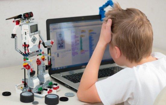 Campus Party: conheça dois projetos que ensinam robótica e programação para crianças