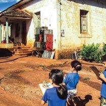 A turma do 2º ano da EMEF do Campo Professor Hermínio Pagotto analisa as casas do bairro em que vive e compara com outras moradias pelo mundo. Foto: Arquivo pessoal
