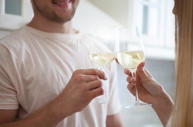 Brad Bushman: premiadopor provar que os homens quando tomam diversos drinques sentem que são mais atraentes do que nas ocasiões em que bebem menos. No estudo, os participantes eram convidados a beber antes de falar como se sentiam atraentes e espirituosos, diante de um júri encarregado de dar nota às mesmas características. CRÉDITO: Shutterstock