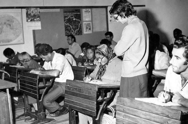 O Mobral ampliou a escolarização de adultos, mas gerou analfabetos funcionais. Folhapress