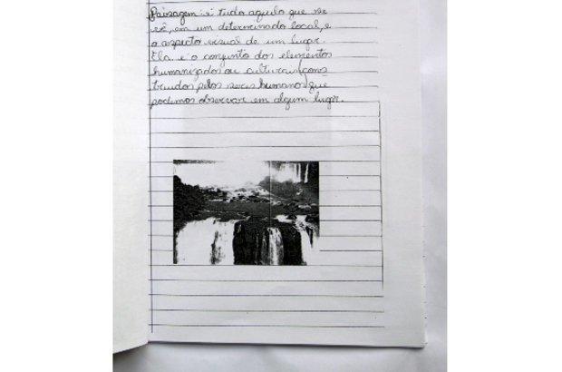 A professora Silma valorizou as percepções de cada estudante. Anna Luiza deu sua própria definição sobre paisagem, além de eleger as ilustrações dos seus verbetes. Depois, os trabalhos foram socializados em classe. Roberto Chacur
