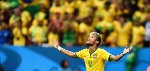 Neymar comemora gol da seleção brasileira contra Camarões, em partida da Copa do Mundo em 2014