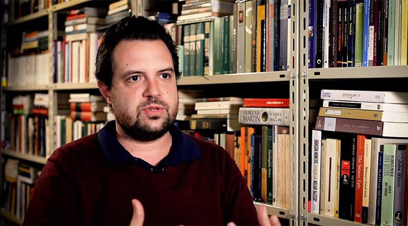 O filósofo Martim Vasques da Cunha durante entrevista