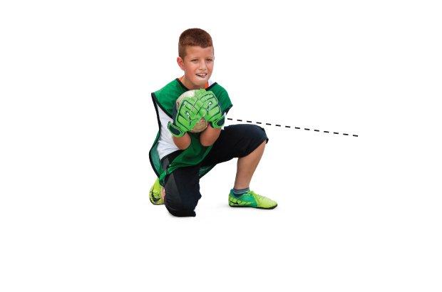 Defesa em que a bola se encaixa nas mãos do goleiro que a recolhe junto a seu corpo