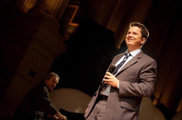 O Educador Nota 10 e professor de Música subiu ao palco da Sala São Paulo e cantou 'As Rosas Não Falam', de Cartola, acompanhado pelo maestro Benjamim Taubkin