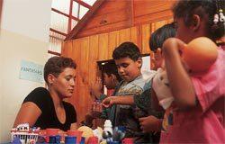 Brincadeira de casinha: estímulo aos alunos na idade da representação. Foto: Masao Goto Filho