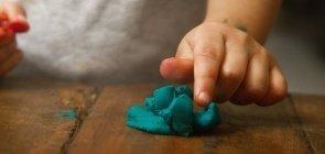 Por que explorar colabora para o desenvolvimento das crianças?