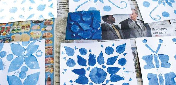 Os padrões foram carimbados com guache em papel cartão, no tamanho de azulejos. Foto: Arquivo pessoal/Anderson Leitão