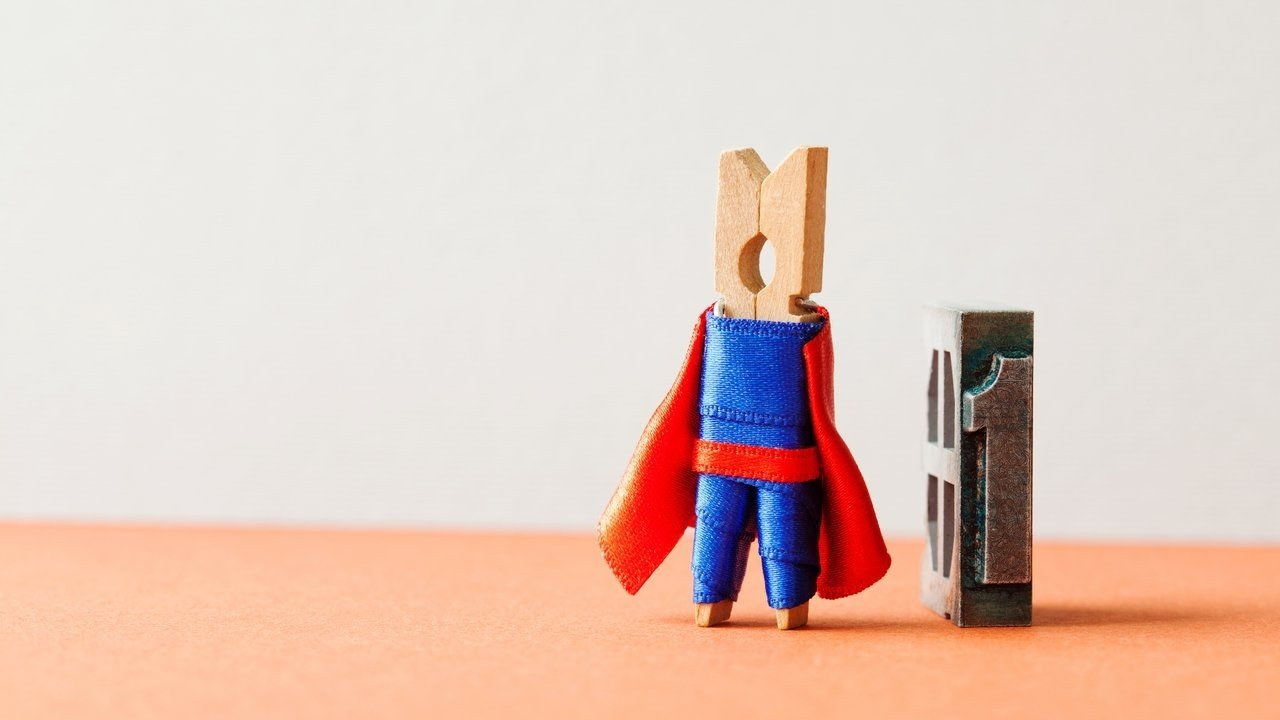 Pregador de roupa com visual de Super-Homem