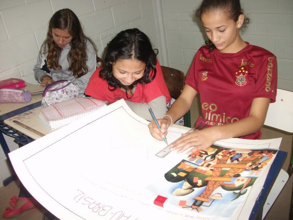 A professora Bela Notari e seus alunos de 2012