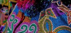 Foto de uma das fantasias dos personagens do Maracatu