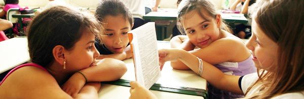 Leitura literária em sala de aula. Foto: Marcos Rosa